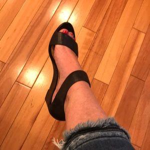 Nine West size 6 black wedge sandal